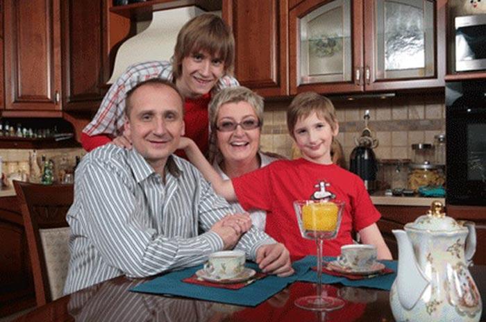 Татьяна Устинова с мужем и сыновьями
