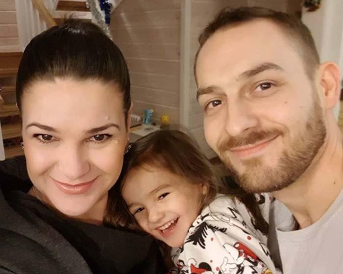 Виктория Райдос с мужем и дочерью Варварой