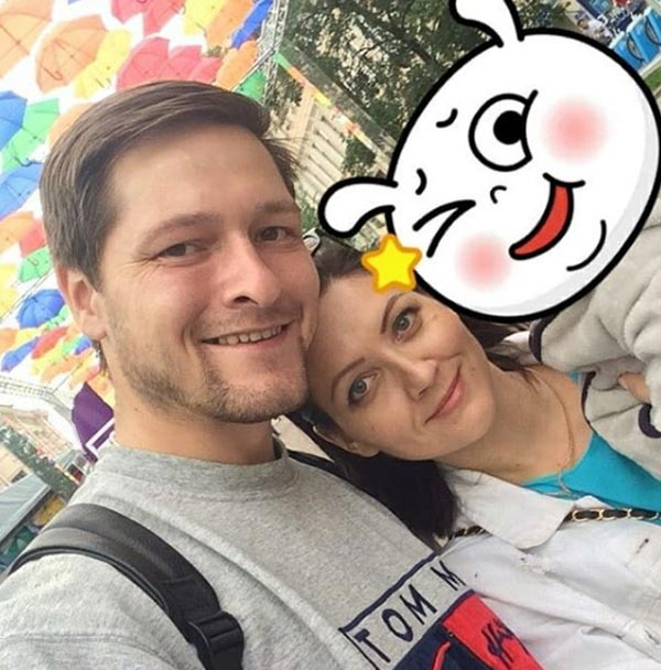 Виталий Бисеров с женой и ребенком