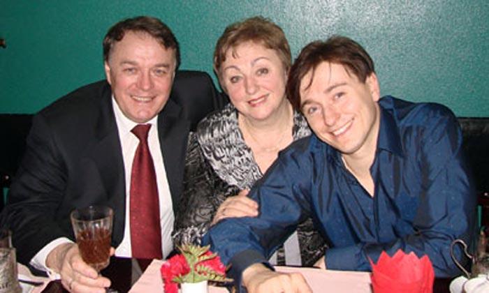 Виталий Безруков с женой и сыном