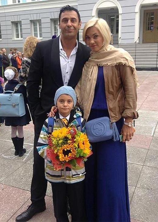 Юлия Костюшкина и Стас Костюшкин с сыном Богданом