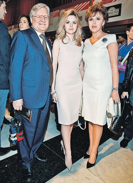Юрий Кара с женой и дочерью