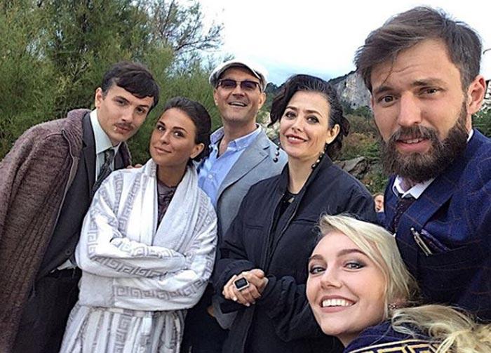 Алина Ефремова на съемках сериала Большой артист