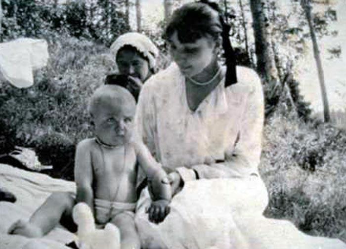 Анна Тимирева и сын Владимир