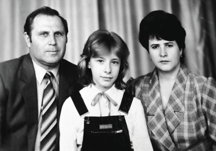 Елена Кравец в детстве с родителями