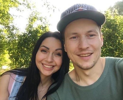 Константин Октябрьский и жена Самира 2