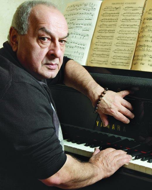 пианист Левон Оганезов