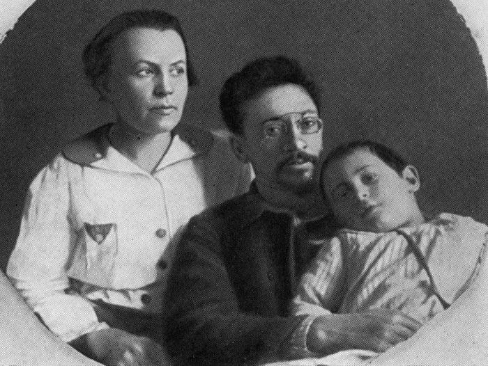 Яков Свердлов Клавдия Новгородцева дочь Вера