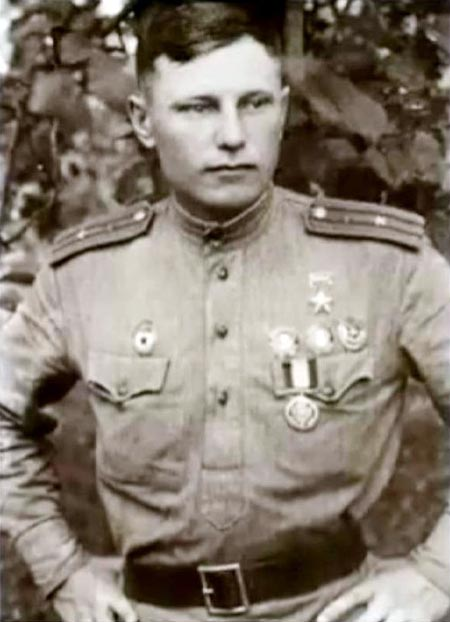 Александр Покрышкин в молодости