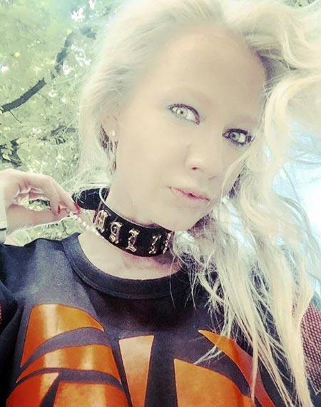 погостная ведьма Алиса Суровова