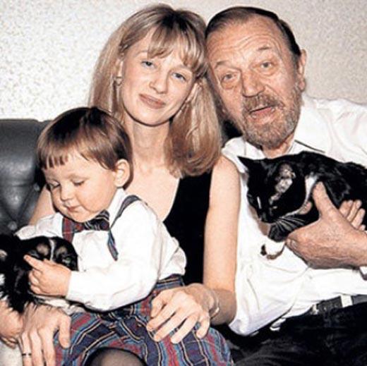 Анатолий Ромашин и Юлия Ромашина с сыном