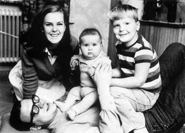 Анни-Фрид Лингстад с первым мужем и детьми