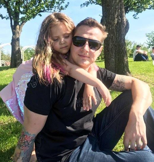 Дмитрий Волхов с дочерью