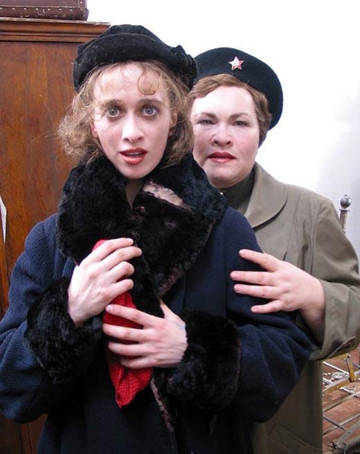 Елена Калинина и Нина Усатова Красное небо Черный снег