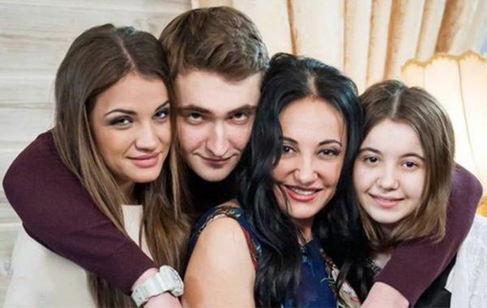 Фатима Хадуева с детьми