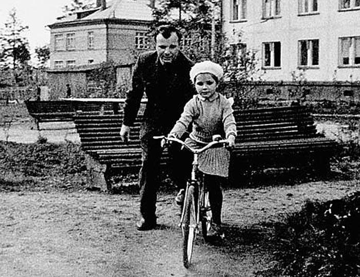 Галина Гагарина и отец Юрий Гагарин