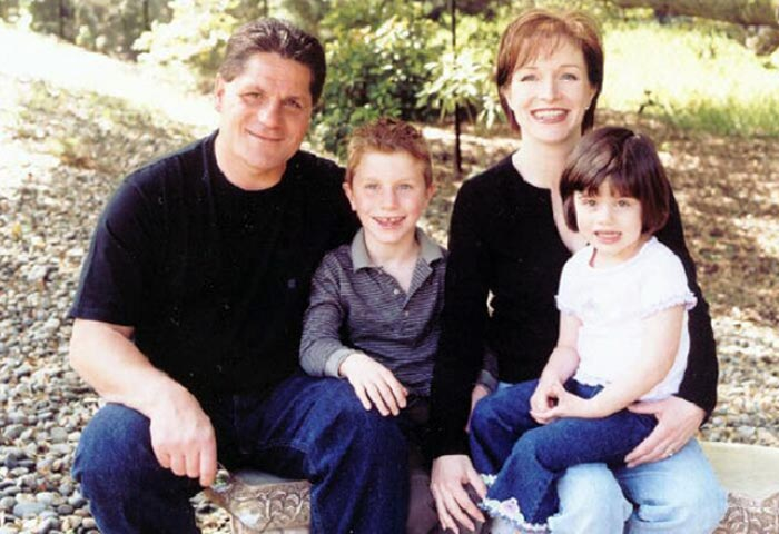 Сергей Макаров с женой Мэри и детьми