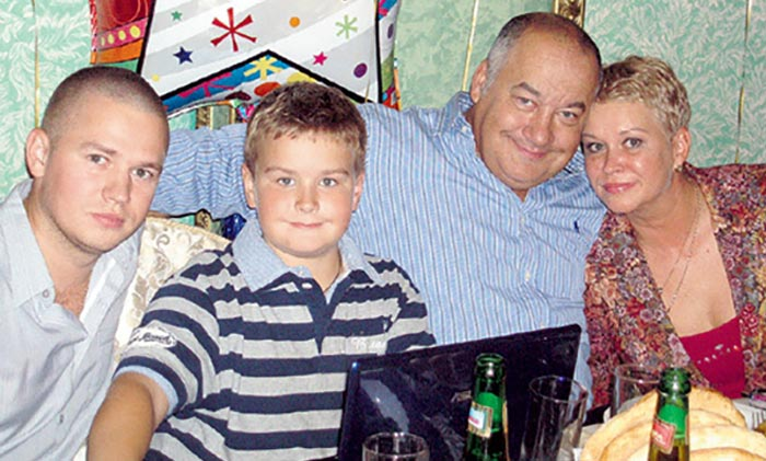 Игорь Маменко с женой и сыновьями