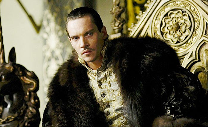 Джонатан Рис-Майерс в роли Генриха VIII