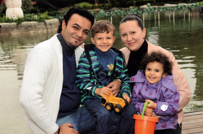 Мехди Эбрагими Вафа с женой и детьми