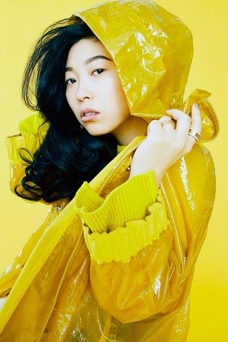 Нора Лум в клипе Yellow Ranger