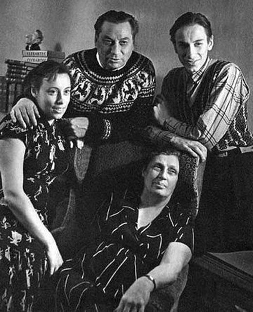 Петр Меркурьев с родителями и сестрой