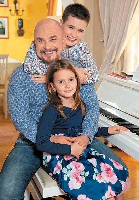 Сергей Трофимов с детьми