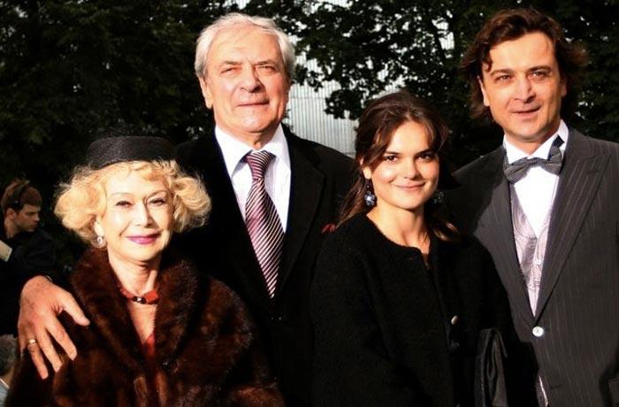 Полина Лазарева отец дедушка бабушка