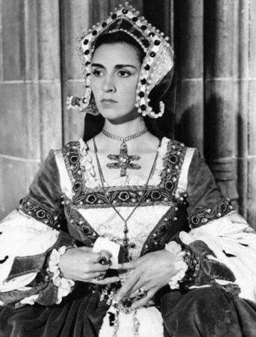 Розали Кратчли в роли Екатерины Арагонской