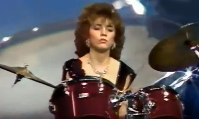 Юлия Козюлькова в группе Комбинация