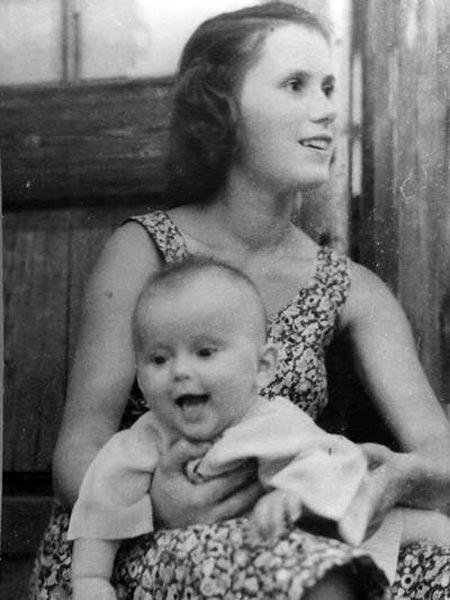 Зоя Фомина в молодости с дочерью