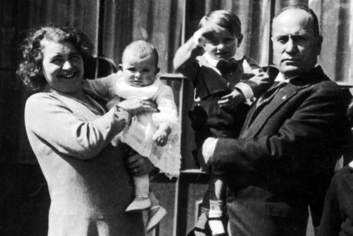 Бенито Муссолини и жена Ракеле