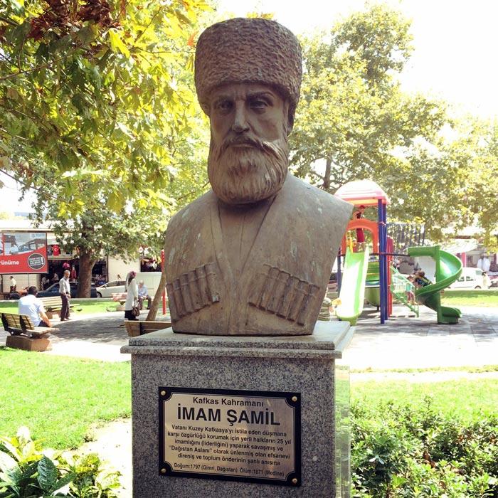 Бюст имама Шамиля в городе Ялова Турция