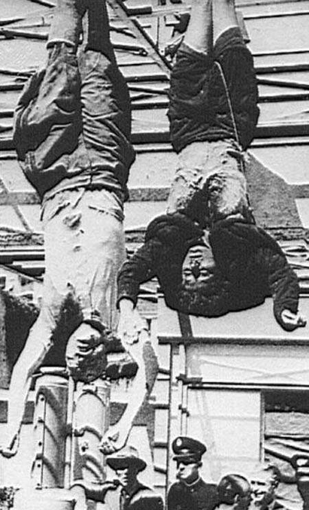 Клара Петаччи и Бенито Муссолини висят вниз головой
