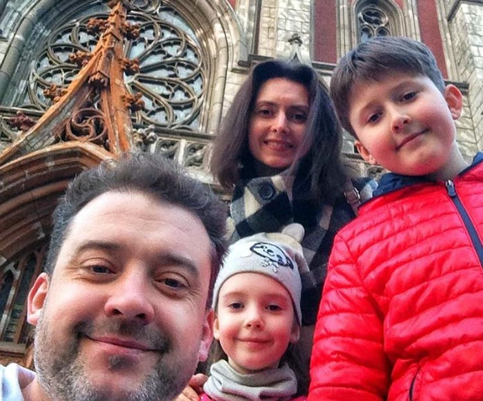 Денис Роднянский с женой и детьми