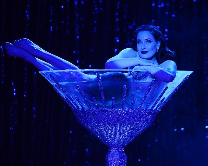 Дита фон Тиз в шоу бурлеска Бокал мартини