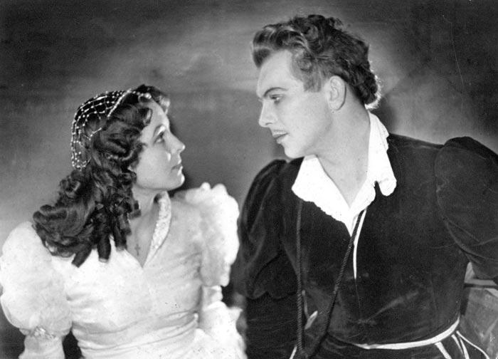Эдуард Павулс и Вия Артмане в спектакле Ромео и Джульетта
