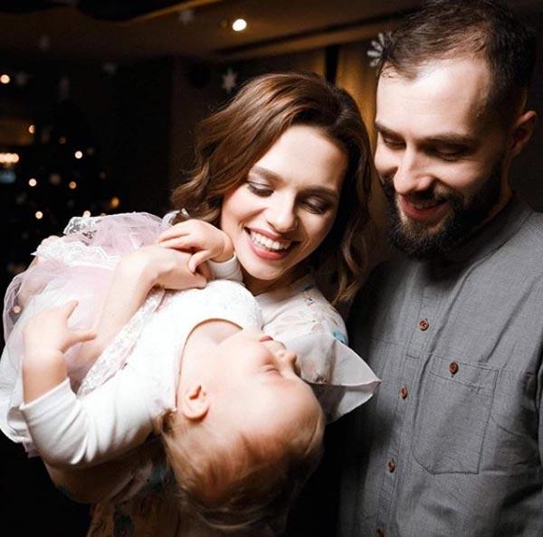 Елена Борозенец с мужем и дочерью