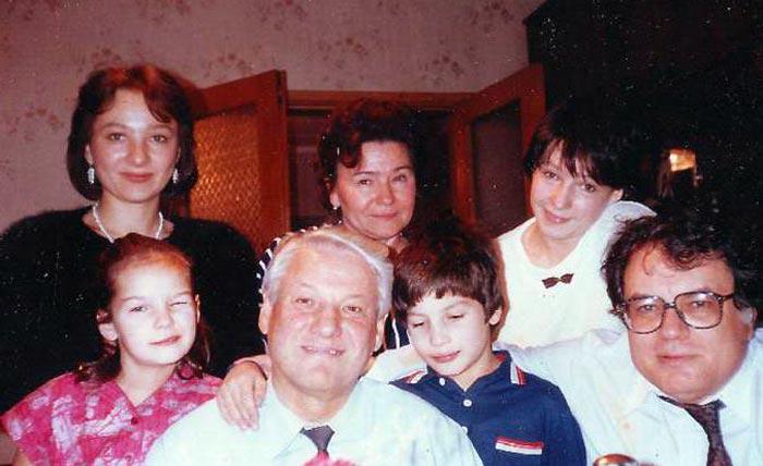 Елена Окулова с семьей