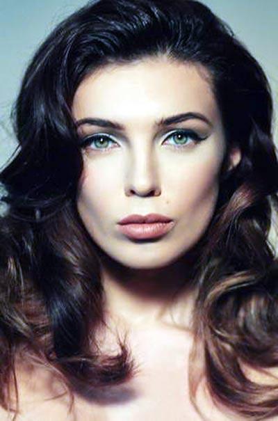 актриса и телеведущая Евгения Неронская
