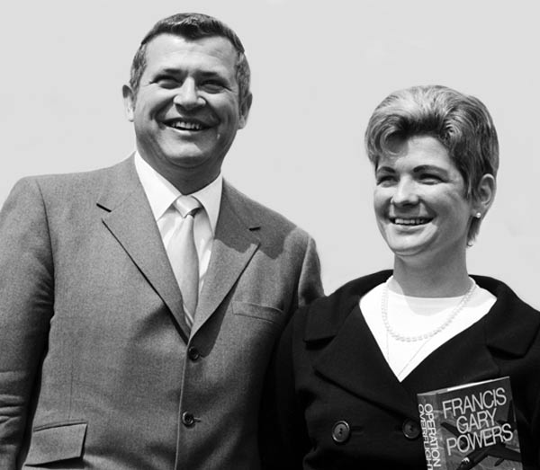 Фрэнсис Гэри Пауэрс и жена Клаудия