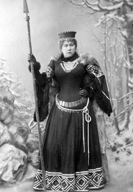 актриса Гликерия Федотова на сцене Малого театра