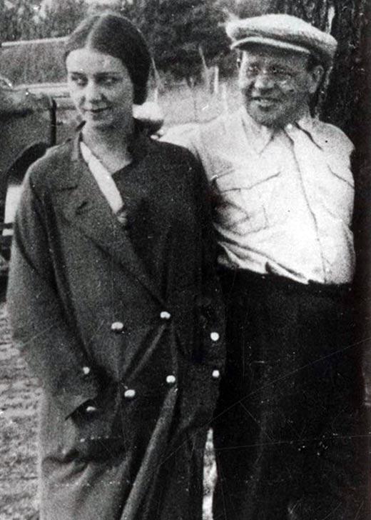 Исаак Бабель и жена Антонина Пирожкова