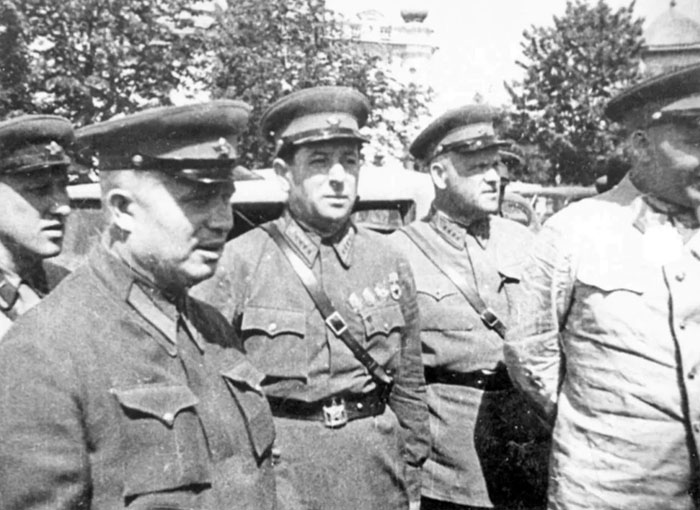 Лев Мехлис и Никита Хрущев во время войны
