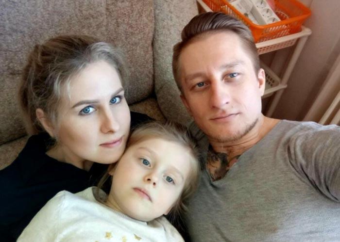 Любовь Соболь и муж Сергей Мохов с дочерью