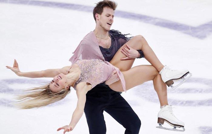 фигуристы Никита Кацалапов и Виктория Синицина на льду