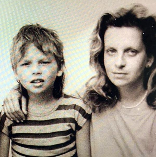 Никита Малинин в детстве и мать Инна Курочкина