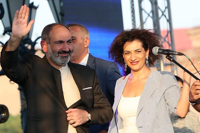 Никол Пашинян и жена Анна Акопян