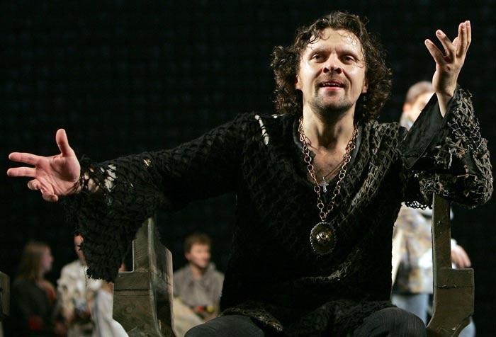 Николай Лазарев в спектакле Гамлет
