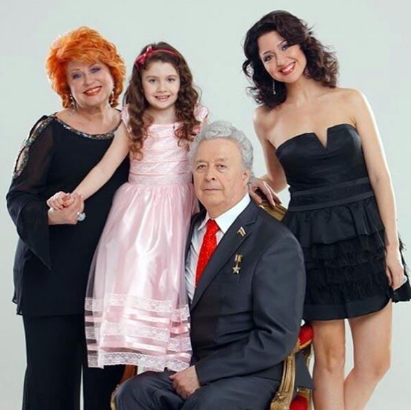 Ольга Мигунова с семьей